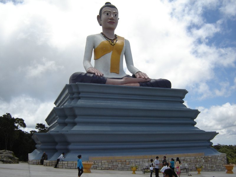 Above: A huge statue of (what looks like a female?) Buddha which you can see on the way to the top of the mountain.