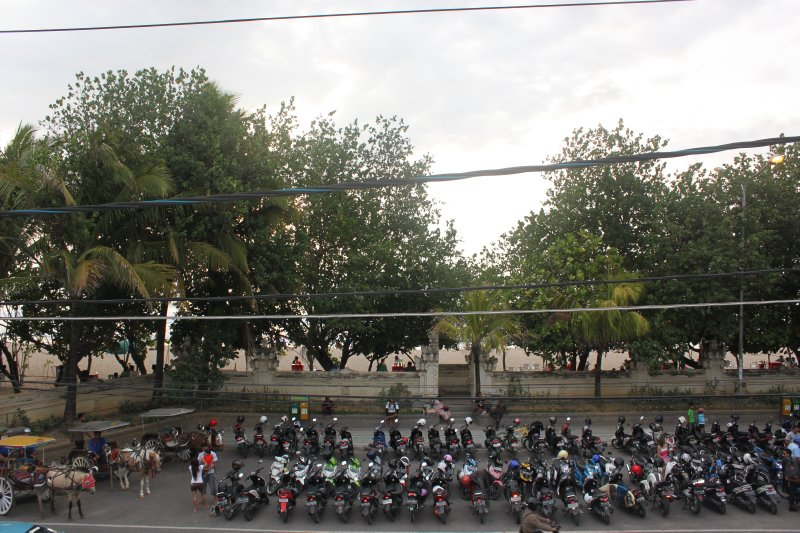 large_Loads_of_Scooters_.jpg