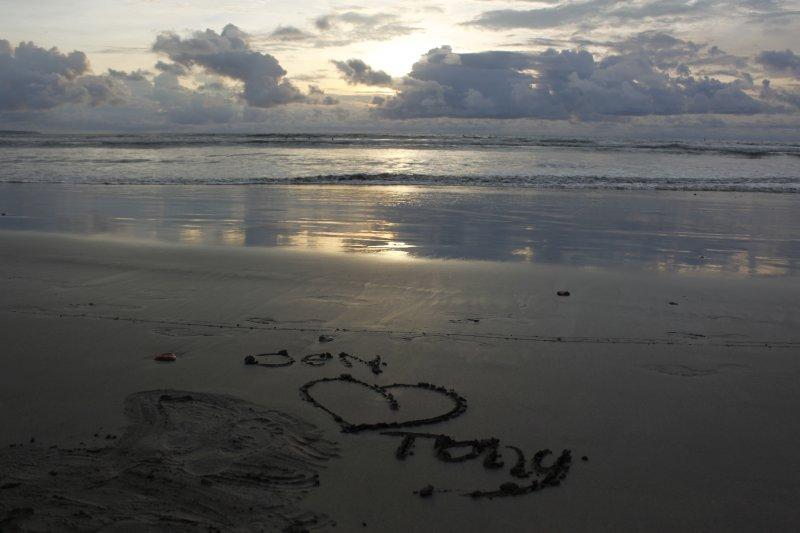 large_Sunset_at_Kuta_Beach.jpg