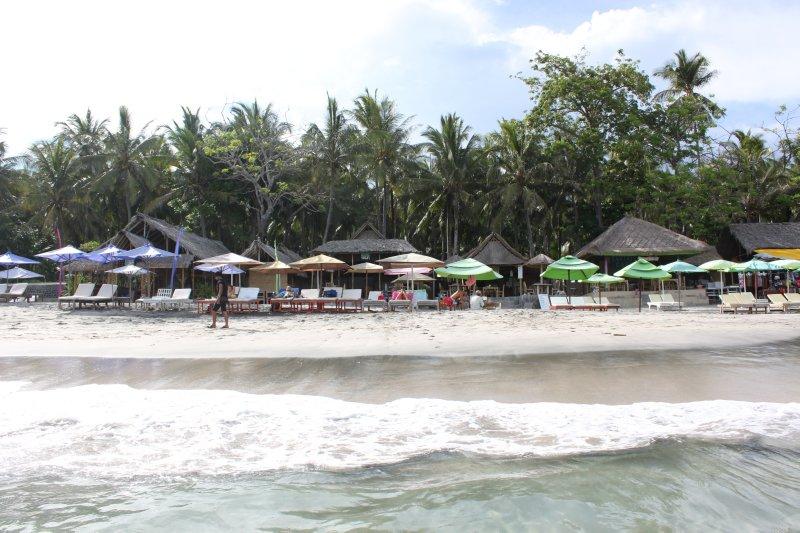 large_white_sand_beach1.jpg