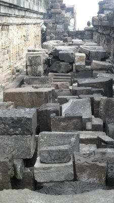 Borobudur - the worlds biggest 3D puzzle?