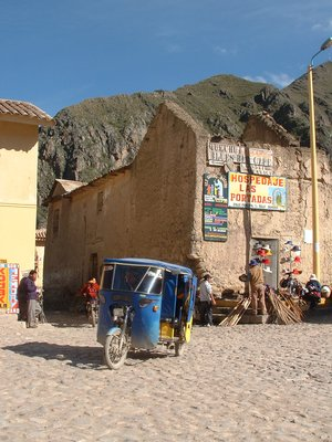 Last minute shopping at Ollantaytambo
