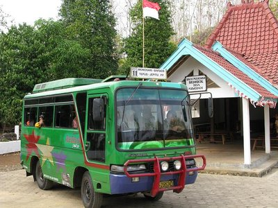 Bus leaving for village meeting in Gunungikidul