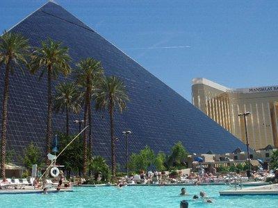 Luxor-pool
