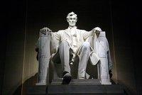 Lincolns-statue.jpg