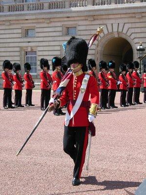 london_-_b.._palace.jpg