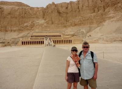 Rhi and Greg at Hatshepsut temple, Luxor
