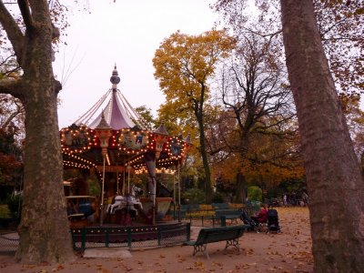 Autumn days in Parc Monceau