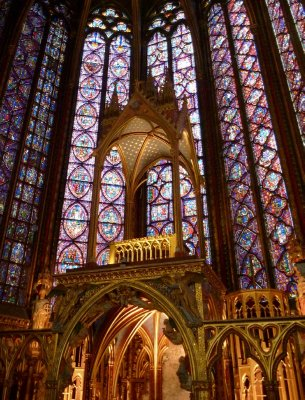 1113 scenes are depicted in the 15 stained glass windows at Saint Chapelle