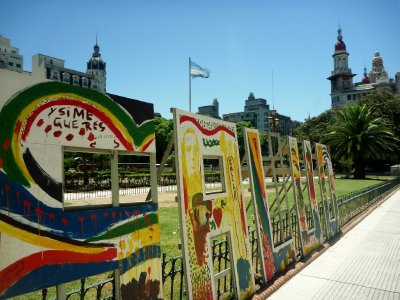 Public art by the Plaza de los dos Congresos
