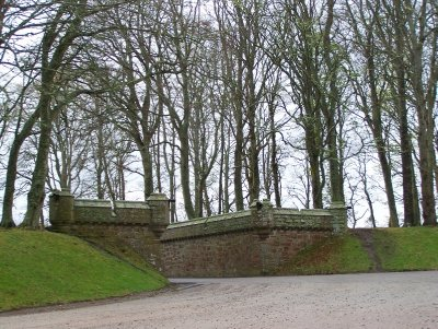 Dunrobin Castle - The exit to the main driveway