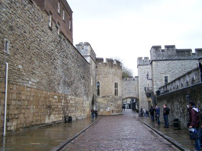 Tower of London walkway between outer and inner palace walls