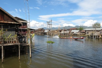 Village on stilts, Inlay Lake