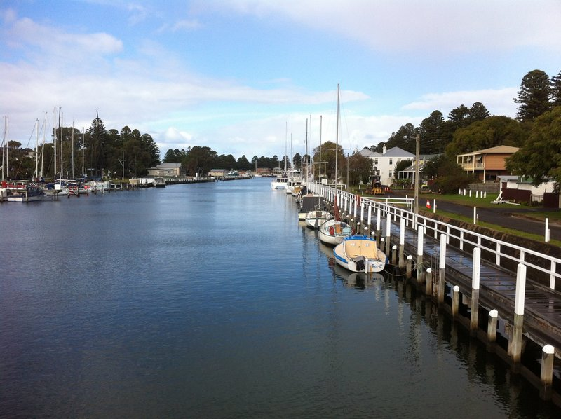 Parallel parking on the Moyne River, Port Fairy