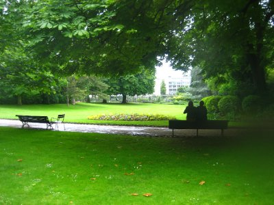 Jardin de Luxembourg - look at the lovers - romantic Paris