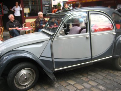 montmarte - sweet looking car; there was another with a bride and groom