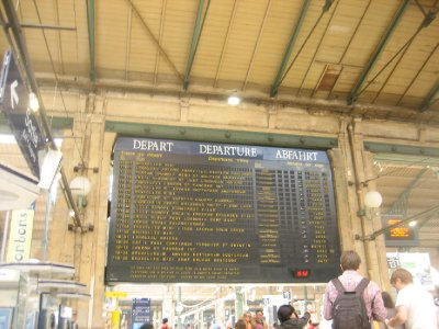 last view of paris - waiting for my train to arrive