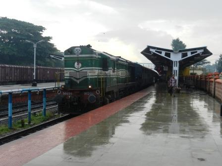 large_train.jpg