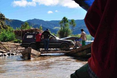 Bolivian style canoe ferry