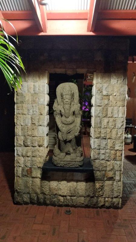 large_4_Statue.jpg