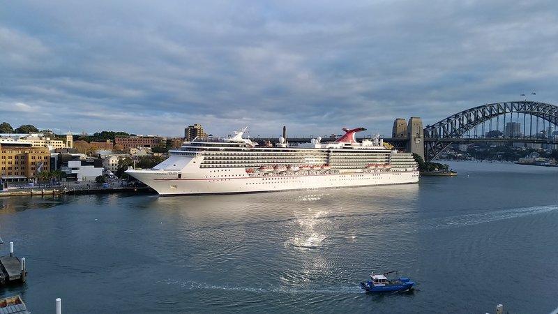 large_Cruise_Ship.jpg