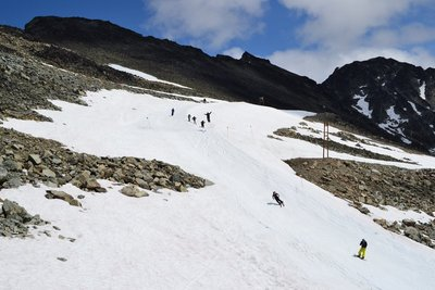 Summer skiing on Horstman Glacier