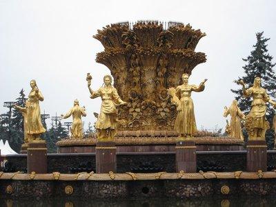民族少女噴泉