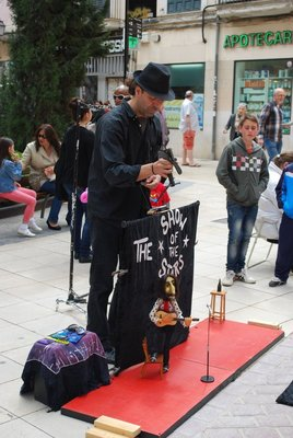 street theatre in Palma - this time the guitar playing puppet