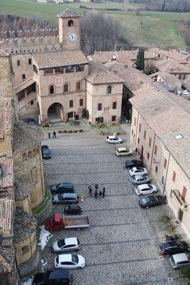 Piazza del Municipio showcasing Palazzo del Podesta (built 1293) and Chiesa della Collegiata