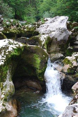 waterfall3a.jpg