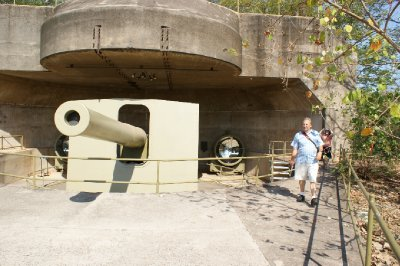 2012 Aug 20 Bob and Hiroe on Gun emplacement