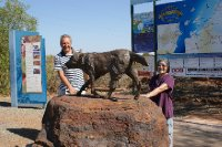 2012 Sep 15 Bob and Hiroe and Red Dog Statue at dampier 3