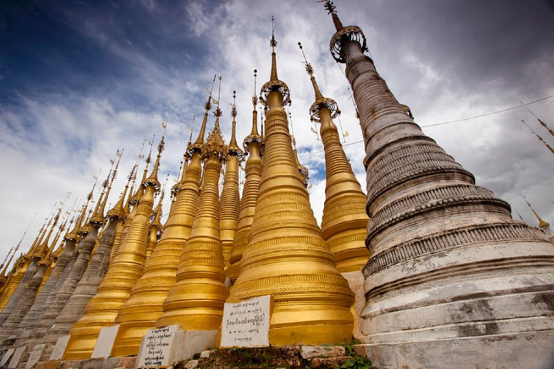 large_stupas.jpg