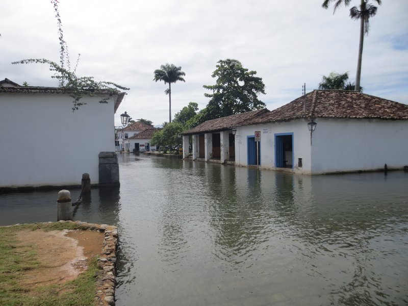 The flooded roads of paraty