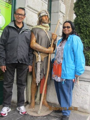 Andrew and Mala with the statue at the entrance to the Funicular