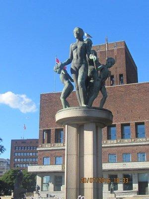 Statue near Oslo City Hall