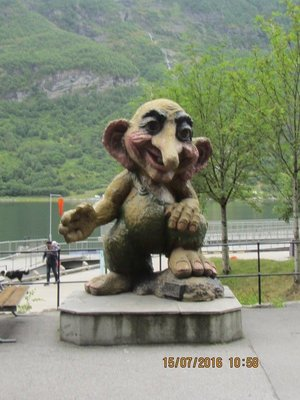 Statue near Geiranger boat ramp