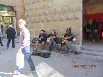 Street artists performing in Segovia