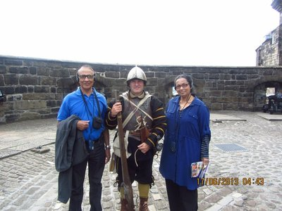 Mala and Andrew in the company of a guard of Edinburgh Castle