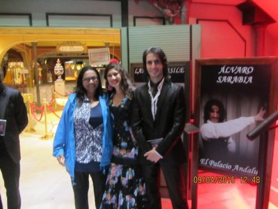 Mala with two Flamenco dancers after the show