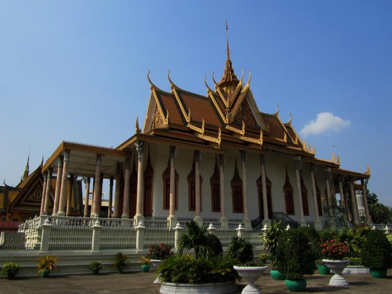 large_PhnomPenh_Palace_2.jpg