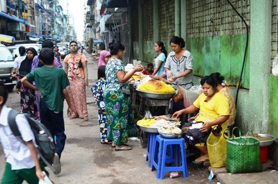 streets of Yangon 1/ trade