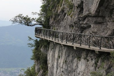 Walkway on outside of Tianmen mountain