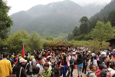 Crowds on the walkways in Juizhaigou National Park