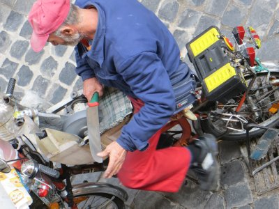 knife-sharpener-on/using bike pedals, our street, Rome