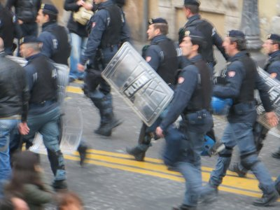 police are front line of student protest near Il Vittoriano