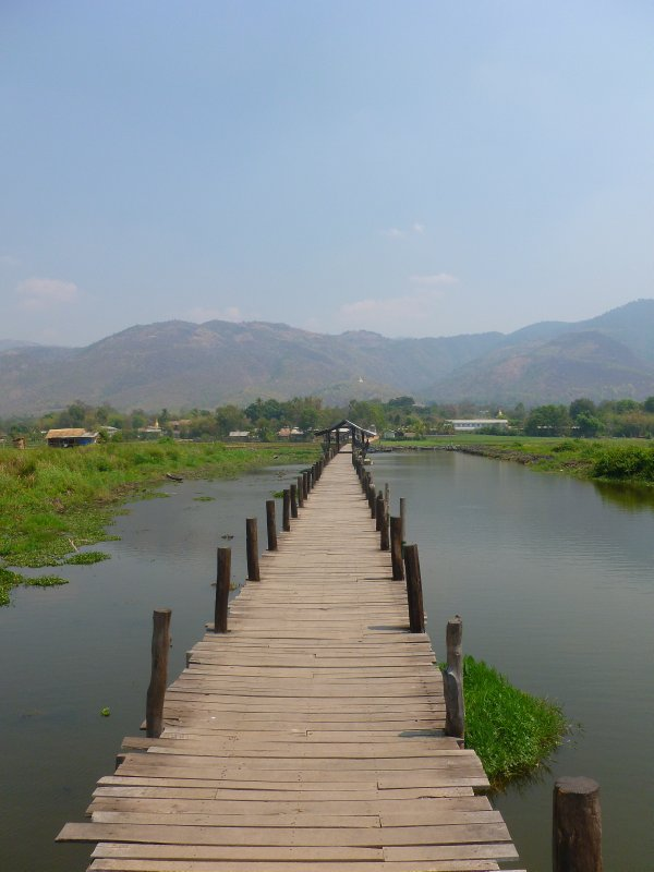 Bridge in Maing Thauk
