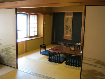 DECADENT RYOKAN.