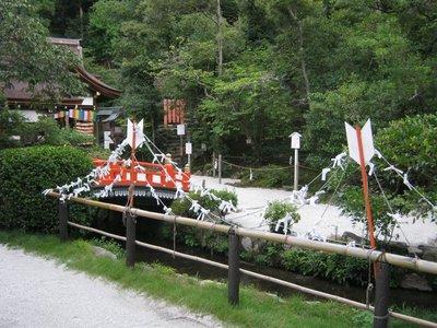kamigamo bridge arrows