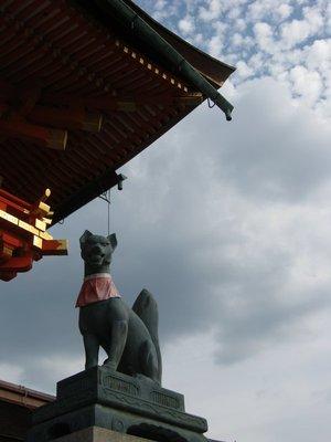 fox statue fushimi inari